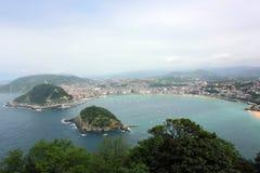 Panoramablick des La Conchastrandes in San Sebastian, Baskenland stockfotografie