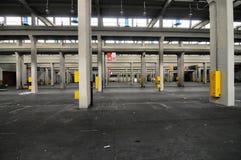Panoramablick des leeren Industrieanlagestandorts stationieren heutzutage für Sitzungen und Ausstellungen OGR lizenzfreies stockfoto