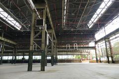 Panoramablick des leeren Industrieanlagestandorts stationieren heutzutage für Sitzungen und Ausstellungen OGR stockbild