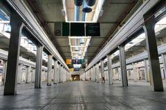 Panoramablick des leeren Industrieanlagestandorts stationieren heutzutage für Sitzungen und Ausstellungen OGR stockfotografie