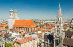 Panoramablick des Marienplatz ist ein zentraler Platz im Stadtzentrum von München, Deutschland Stockbilder