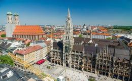 Panoramablick des Marienplatz ist ein zentraler Platz im Stadtzentrum von München, Deutschland Stockfotografie