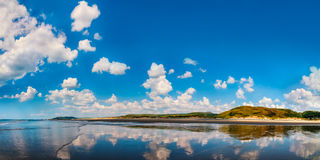 Panoramablick des Meerblicks in Aberdovey-Strand Wales Stockfotos