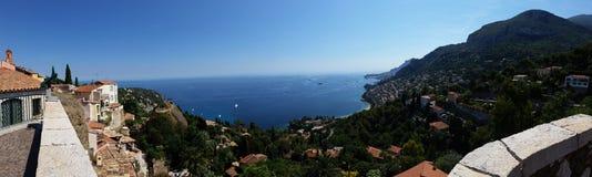 Panoramablick des Meeres vom Dorf von Roquebrune-Kappe Mrz Lizenzfreie Stockfotos