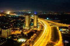 Panoramablick des nationalen Weges 1A in Ho Chi Minh-Stadt alias Saigon in der Dämmerung, Vietnam Lizenzfreie Stockfotografie