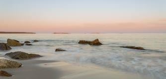 Panoramablick des Ozeanstrandes Lizenzfreies Stockfoto