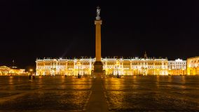 Panoramablick des Palast-Quadrats in der Nacht Stockbild