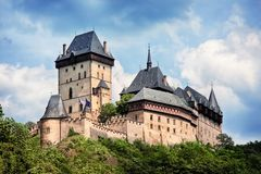Panoramablick des Schlosses Karlstejn, Tschechische Republik Lizenzfreie Stockbilder