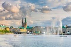 Panoramablick des Sees und die Mitte von Hamburg Lizenzfreies Stockbild