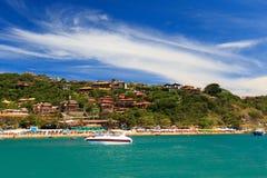 Panoramablick des Strandes João Fernando, Búzios, Brasilien Stockfotografie