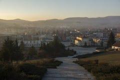 Panoramablick des zentralen Platzes der historischen Stadt von Panagyurishte, Pazardzhik Ausrichtung Lizenzfreie Stockfotografie