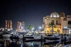 Panoramablick Dohas, Katar im November 2018 der Corniche-Seeseite stockbild