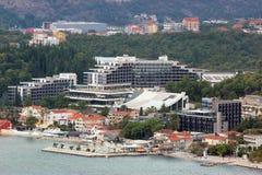 Panoramablick einer kleinen europäischen Stadt in Montenegro Stockfotos