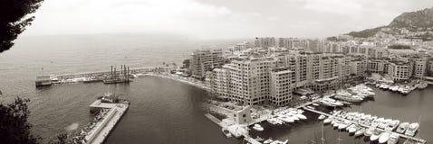 Panoramablick Frankreichs Monaco über dem Hafen Schwarzweiss stockbilder