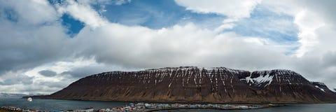 Panoramablick in Isafjordur, Island lizenzfreie stockbilder