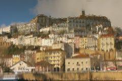 Panoramablick nachgedacht über Wasser Coimbra portugal stockbilder