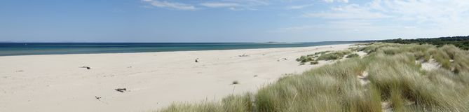 Panoramablick Oststrandes Nairn an einem heißen Sommertag lizenzfreies stockbild