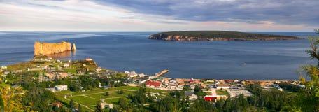 Panoramablick in Perce Quebec Lizenzfreie Stockfotografie