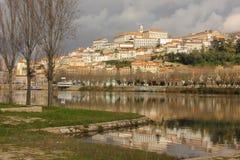 Panoramablick- und Mondego-Fluss Coimbra portugal lizenzfreies stockfoto