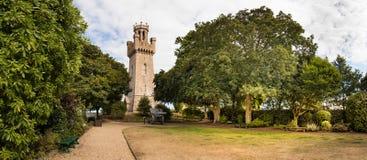 Panoramablick Victoria Towers gesetzt nahe bei dem Stadtarsenal an St. Peter Port, Guernsey lizenzfreie stockfotos