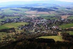 Panoramablick vom Ausblickturm Korab auf der Stadt Kdyne, böhmischer Wald, Tschechische Republik Lizenzfreies Stockbild