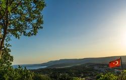Panoramablick vom Hügel an einem sonnigen Tag lizenzfreie stockfotografie