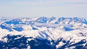 Panoramablick von österreichischen Alpen von der Spitze Kaprun-Gletschers Stockfotos