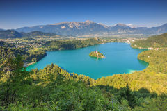 Panoramablick von ausgeblutetem See in Julian Alps, Slowenien, Europa Stockfotografie