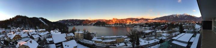 Panoramablick von ausgeblutetem See, Slowenien Lizenzfreies Stockbild