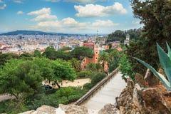 Panoramablick von Barcelona und von Wegweg vom Park Guell an einem Sommertag in Spanien Stockbild
