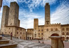 Panoramablick von berühmtem Piazza Del Duomo in San Gimignano, Siena, Toskana, Italien lizenzfreie stockfotografie