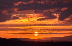 Panoramablick von Bergen, Herbstlandschaft Sonnenaufgang! Lizenzfreies Stockbild