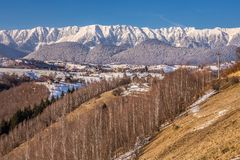 Panoramablick von Bergen Piatra Craiului, Ansicht von Pestera, Siebenbürgen, Rumänien stockbilder