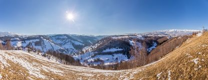 Panoramablick von Bergen Piatra Craiului, Ansicht von Pestera, Siebenbürgen, Rumänien stockbild
