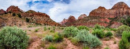 Panoramablick von Bergspitzen in Zion National Park, Utah Lizenzfreie Stockfotos