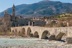 Panoramablick von Bobbio, alte Stadt im Norden von Italien Lizenzfreies Stockfoto