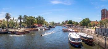 Panoramablick von Booten in Tigre-Fluss- Tigre, Buenos Aires, Argentinien lizenzfreie stockfotos
