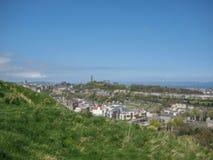 Panoramablick von Calton-Hügel, allgemeine Ansicht von Monumenten auf Hintergrund, in Edinburgh stockbild