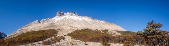 Panoramablick von Cerro Castillo in Carretera austral im Paprika - lizenzfreie stockfotos