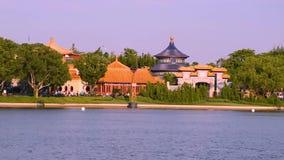 Panoramablick von China Pavillion von der Schaukasten-Piazza bei Epcot in Walt Disney World-Bereich 1 stock video