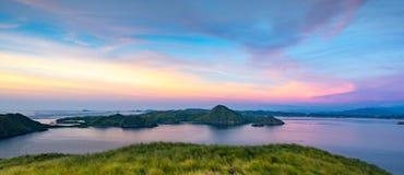 Panoramablick von der Spitze Padar-Insel bei Sonnenuntergang stockbild