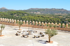 Panoramablick von der Terrasse in Arta Mallorca Stockbild