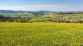 Panoramablick von Dorf Horni Lidec Stockfotos