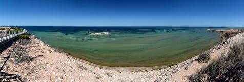 Panoramablick von Eagle Bluff-Ausblick Denham Haifisch-Bucht Sein gelegen auf Wellington-Straße und war im November 2012 geöffnet Lizenzfreies Stockbild