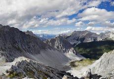 Panoramablick von einer Gebirgsspitze Stockfotos
