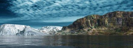Panoramablick von Eisbergen Lizenzfreie Stockbilder