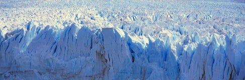 Panoramablick von eisigen Bildungen von Perito Moreno Glacier bei Canal de Tempanos in Parque Nacional Las Glaciares nahe EL Cala Stockfotos