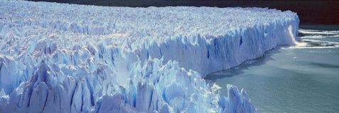Panoramablick von eisigen Bildungen von Perito Moreno Glacier bei Canal de Tempanos in Parque Nacional Las Glaciares nahe EL Cala Stockbilder
