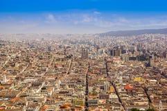 Panoramablick von EL Panecillo auf der historischen Mitte von Quito, Ecuador stockbild