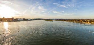 Panoramablick von Fluss Rhein in Mainz- und Wiesbaden-Stadt, Germa Stockfotos